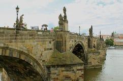 Charles Bridge di pietra Immagini Stock