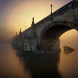 Charles Bridge durante l'alba, Praga, repubblica Ceca Fotografia Stock Libera da Diritti