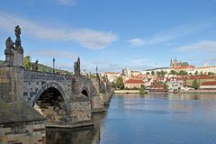 Charles Bridge ed il fiume della Moldava Fotografia Stock Libera da Diritti