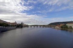 Charles Bridge ed il fiume della Moldava Immagini Stock Libere da Diritti