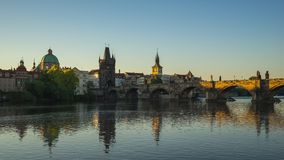 Charles Bridge el lugar famoso en Praga, Checo almacen de video