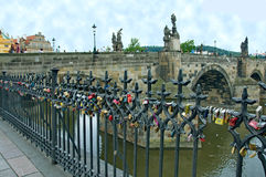 Charles Bridge em Praga Fotografia de Stock Royalty Free