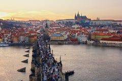 Charles Bridge en het Kasteel van Praag, Tsjechische Republiek Royalty-vrije Stock Afbeelding