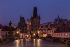 Charles Bridge en la madrugada, Praga Imágenes de archivo libres de regalías