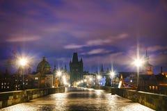 Charles Bridge i Prague på soluppgång Royaltyfri Foto