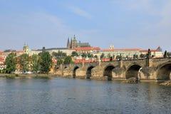 Charles Bridge Karluv höchst, MalÃ-¡ Strana-Bank von die Moldau-Fluss und St. Vitus Cathedral, Prag Prag, Tschechische Republik C stockfotos