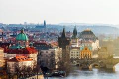 Charles Bridge (Karluv più) e Lesser Town Tower, Praga in wi Immagine Stock Libera da Diritti