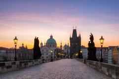Charles Bridge (Karluv più) e torre di Città Vecchia, la maggior parte del beauti Fotografie Stock Libere da Diritti