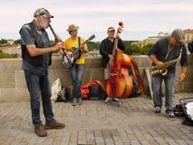 Charles Bridge, musiciens, Prague Photographie stock libre de droits