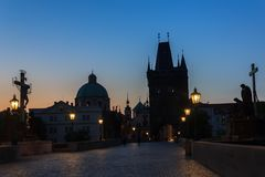 Charles Bridge-nachtmening, Praag, Tsjechische Republiek stock fotografie