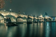 Charles Bridge at night in Prague, Czech Republic Stock Images