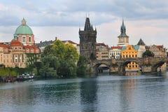 Charles Bridge in Praag, Tsjechische Republiek Royalty-vrije Stock Fotografie