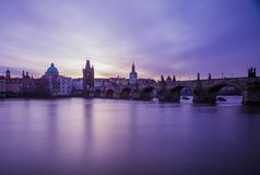 Charles Bridge, Prag morgens lizenzfreie stockfotografie