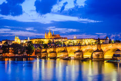 Charles Bridge Prague slott, Tjeckien Royaltyfri Bild
