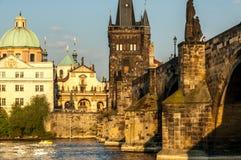 Charles Bridge und der die Moldau-Fluss Lizenzfreie Stockfotografie
