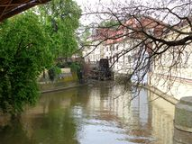 Charles Bridge Vltava-riviermening over de stad van Praag stock foto's