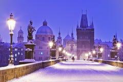 Charles bro, gammalt stadbrotorn, Prague (UNESCO), tjeck r Arkivfoto