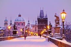 Charles bro, gammalt stadbrotorn, Prague (UNESCO), tjeck r Arkivfoton