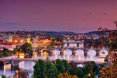 Charles bro, Karluv mest, Prague i vinter på soluppgång, Tjeckien arkivbild