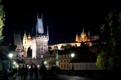 Charles-brug en kasteel, nacht Praag Stock Foto