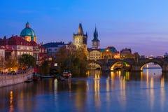 Charles-brug in Praag - Tsjechische Republiek stock fotografie