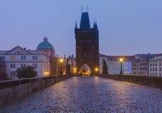 Charles-brug in Praag - Tsjechische Republiek stock foto