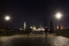 Charles-brug Praag, van het de mensenspook van Unesco de Tsjechische republci vage lange blootstelling Royalty-vrije Stock Foto