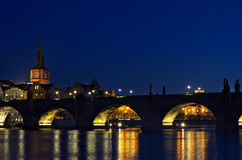 Charles-brugnacht Prag - nocni Praha Stock Foto