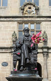 Charles Darwin-standbeeld buiten Shrewsbury-Bibliotheek Royalty-vrije Stock Foto