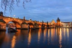Charles most (czech: Karluv Najwięcej) jest sławnym historycznym mostem w Praga, republika czech zdjęcia stock