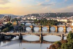 Charles most i inni mosty w Praga, widok z lotu ptaka zdjęcia stock