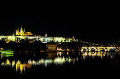 Charles most przy nocą w Praga - republika czech Fotografia Stock