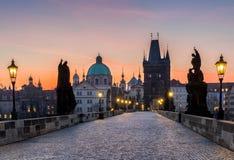 Charles most przy wschodem słońca, piękny most w Czechia Pra Obraz Stock