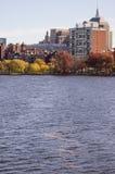Charles River med nedgångfoilage Royaltyfri Fotografi