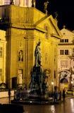 Charles University door nacht-Praag Royalty-vrije Stock Fotografie