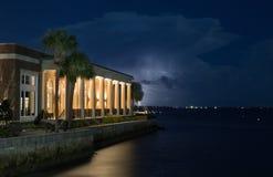 Charleston, Sc-de bouw met onweer stock foto