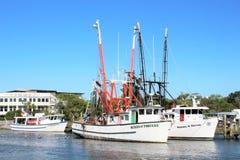 Charleston, South Carolina am 7. Mai 2017 Garnelenboote in Shem Creek, Charleston, South Carolina Lizenzfreie Stockfotografie