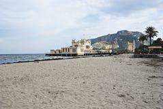 Charleston van Mondello op het strand. Palermo Royalty-vrije Stock Afbeeldingen