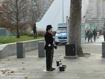 Charlie Chaplin Street Performer no SouthBank em Londres imagem de stock royalty free