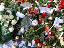 Charlie Hebdo Memorial utanför Berlin French Embassy Arkivbilder