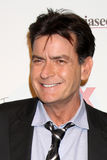 Charlie Sheen arriva al partito di commedie di estate di FX fotografia stock