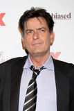 Charlie Sheen llega el partido de las comedias del verano de FX imagenes de archivo