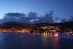 Charlotte Amalie bij Nacht stock foto's