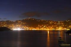 Charlotte Amalie bij nacht St Thomas Island, de V.S. stock fotografie