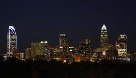 Charlotte City Skyline bij Nacht Stock Foto's