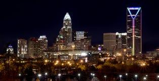 Charlotte Skyline la nuit Photographie stock libre de droits