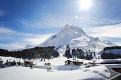 Charma byn av Lech, skida semesterorten i Österrike på vintern royaltyfria bilder