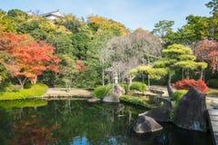 Charma hörnet av trädgården Koko-en i höst, i Himeji, Japan arkivfoto