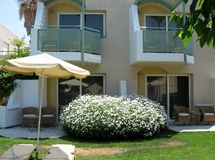Charmant bloemendecor, Eiland Kreta, Griekenland Royalty-vrije Stock Afbeelding