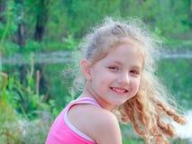 Charmant meisje in openlucht Stock Foto
